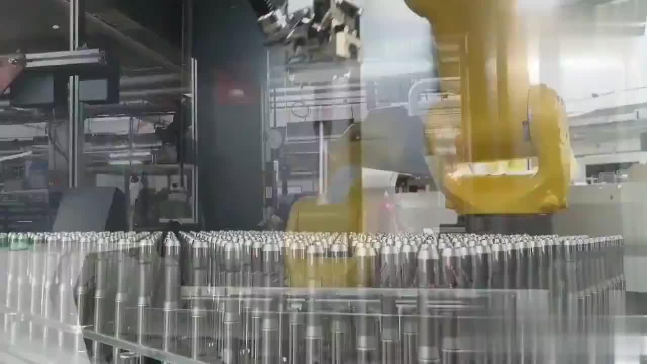机械手自动装夹,人工智能逐渐的在取代人工了!