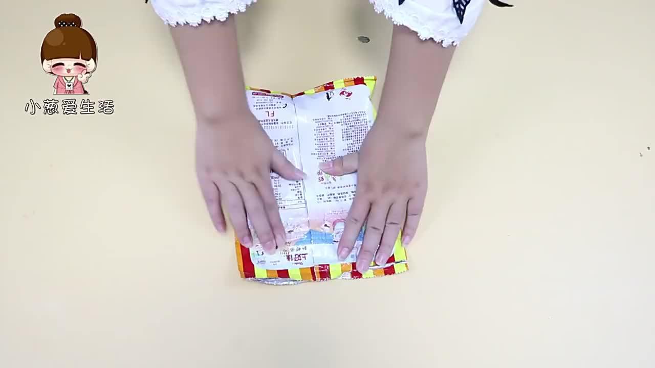 把银行卡插在薯片袋上,解决了爱吃零食的烦恼,真的太实用了