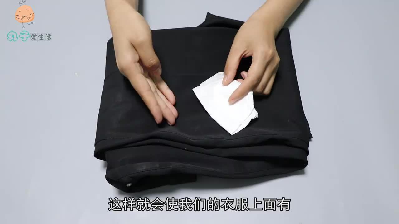 洗衣服时不小心把卫生纸洗了?试试此招,轻松去除碎纸屑