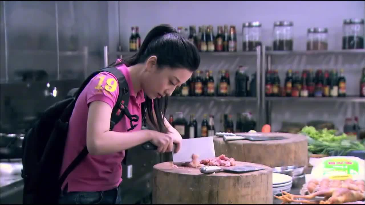 姑娘面试厨师被拒,不料宝哥教她一道菜,有创意被直接录取