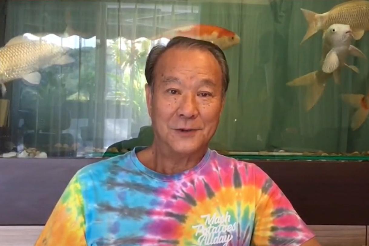 影帝李修贤烟瘾大,68岁牙齿稀疏发黑像90岁,混血外孙颜值高