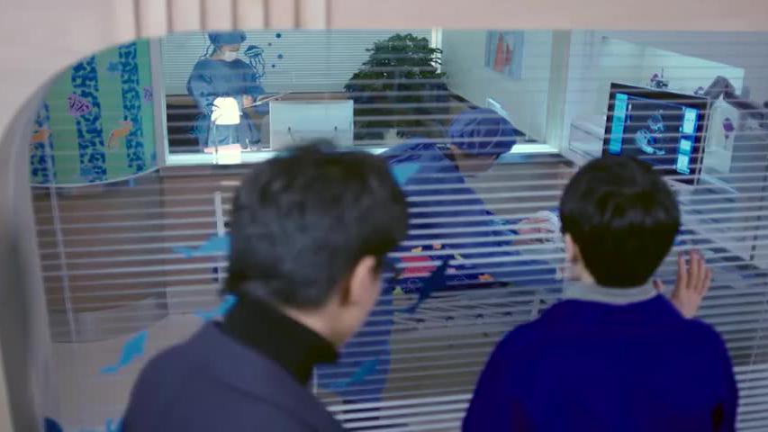 女子下飞机着急往医院赶,刚想进重症室被老公前女友拦住