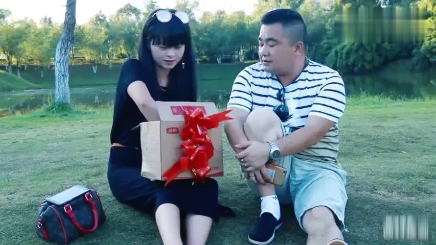 情人节快到啦,女朋友老是梦见各种礼物,怎么破?