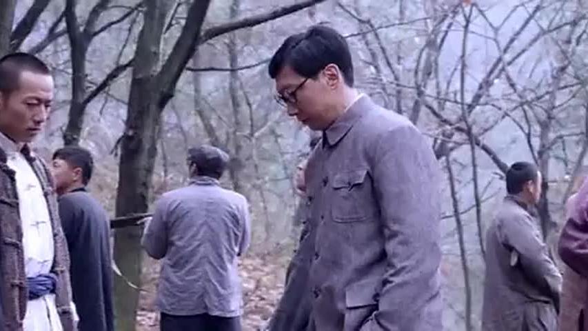 小伙去村庄踩点看到村民的剥玉米方式,当场断定村民是鬼子假扮的