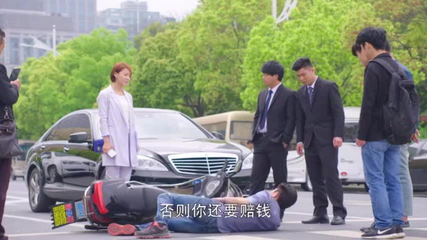 总裁路遇碰瓷,怎料女学生用法律知识教他做人,总裁当场将她录用