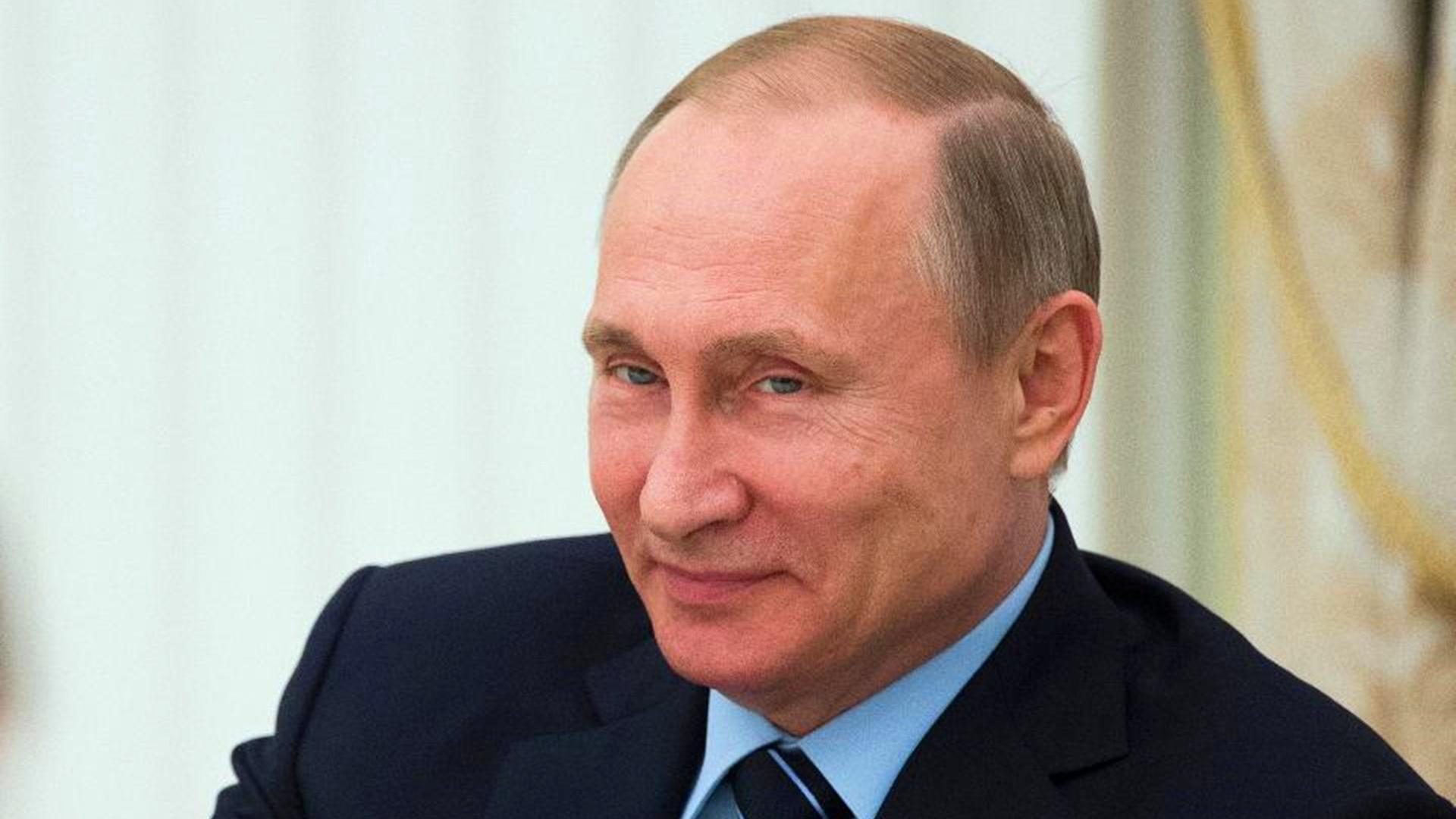 这招绝了!俄罗斯封堵刻赤海峡,乌军舰回不去港口,急得团团转