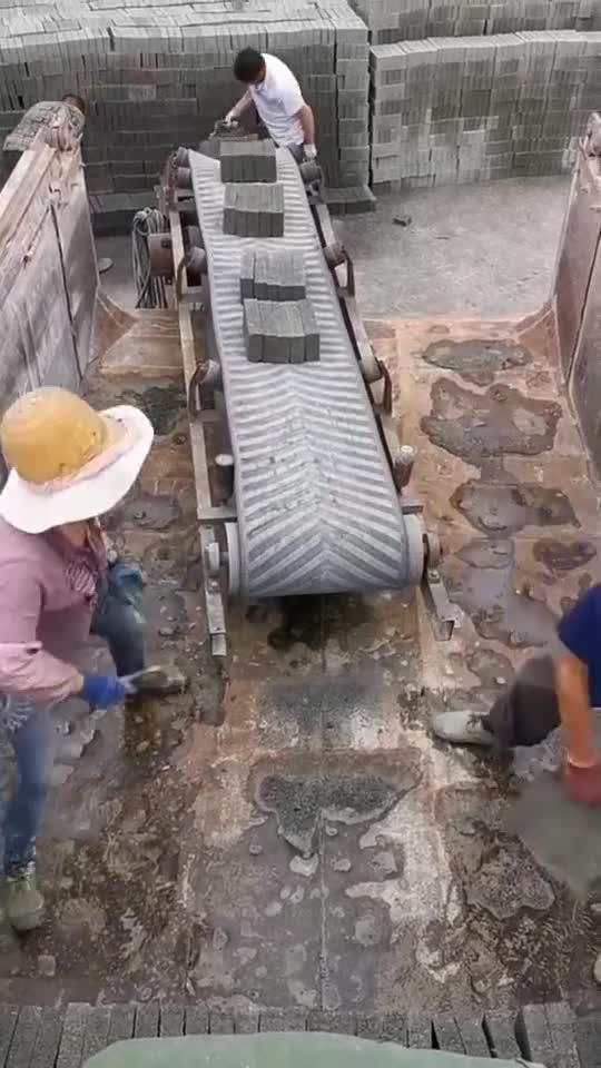 自从老板新买了这台机器,搬砖工人离职了5个,太累人了!