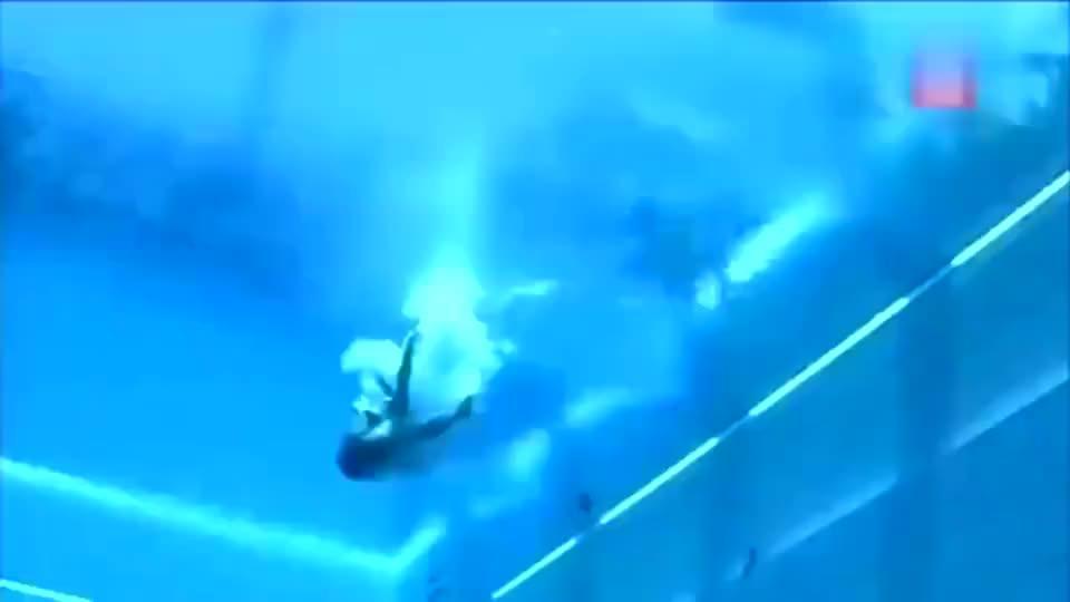 """跳水女神何姿上场第一名""""无悬念"""",压水花技术可以和郭晶晶一比"""