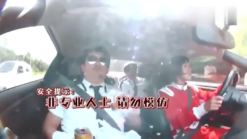 哈哈哈,黄渤坐GTR跑车,竟然是女司机,渤哥吓得满头大汗!