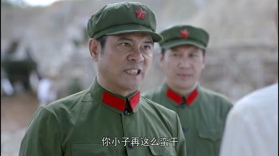 追梦:为了尽快修好路,解放军同志中暑了也不能休息