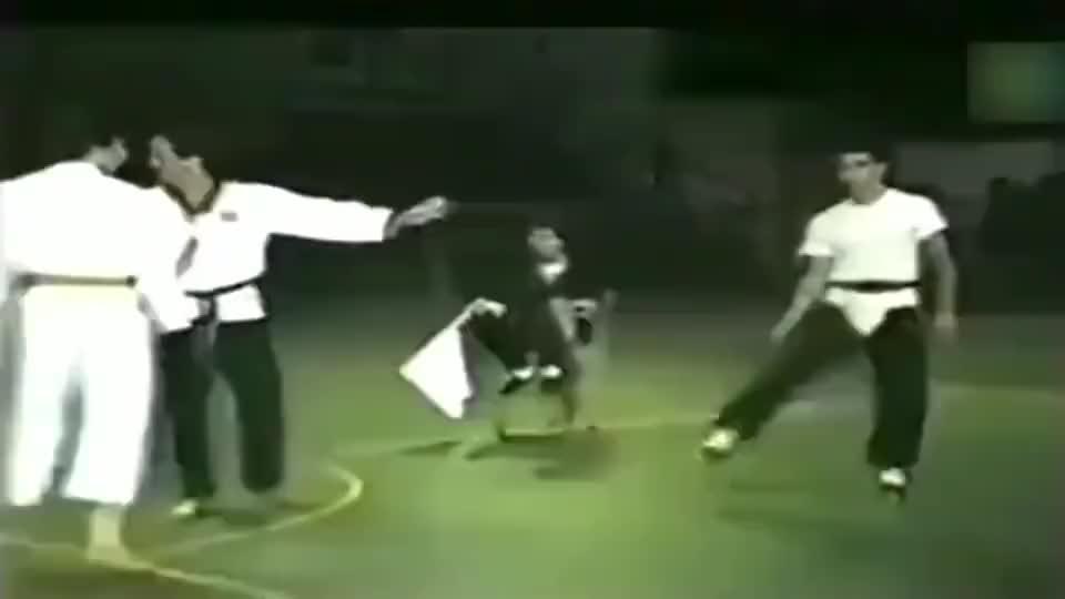 武术没有实战33年前,咏春对阵空手道,跟玩一样!