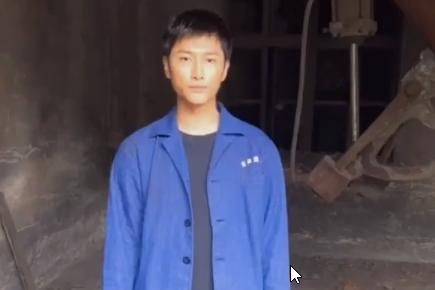 朱梓骁穿劳保服录视频,自曝两年前曾失业,只能回老家当建筑工人