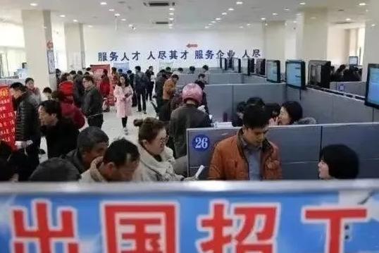 中国男含泪哭诉:来新加坡工作被坑$1万,流落街头求助无门……