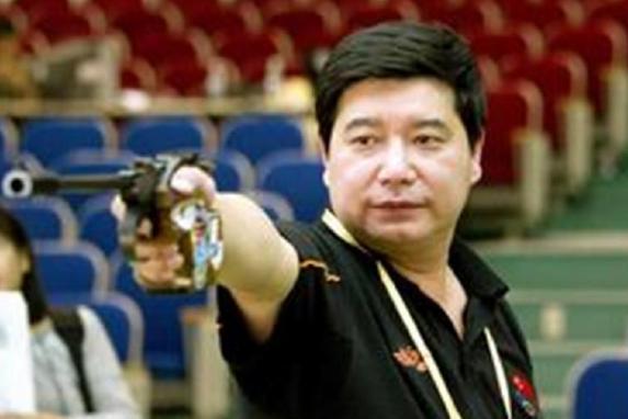 奥运冠军王义夫,女儿是清华学霸还勇夺世界冠军,成为父母的骄傲
