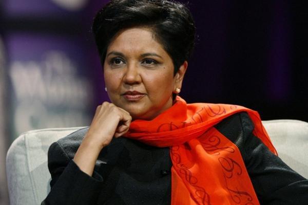 她被誉为传奇女企业家,反抗命运只身赴美,带领百事超越可口可乐