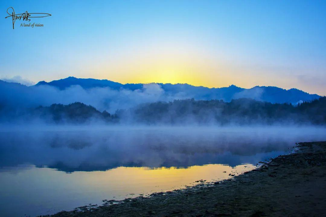 探秘黟县奇墅湖,在涸水期,依然冬雾蒸腾恍若仙境