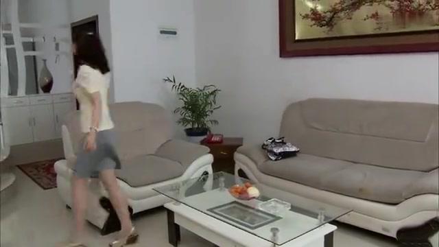 妻子事业正起步,不料丈夫提出回乡下,原来是担心妻子跟人跑了