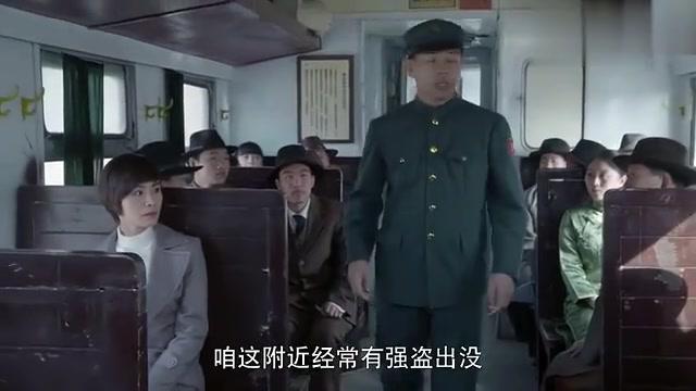 火车上出现抓强盗英雄,列车员逢人就说,没想是姑娘的哥哥