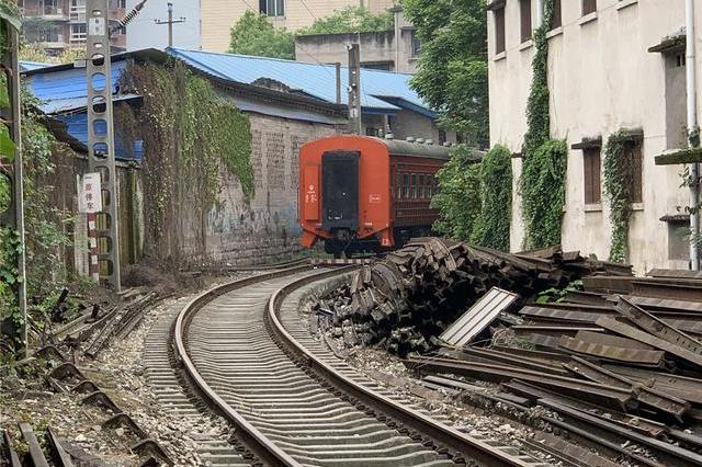 重庆市内旅游攻略:在菜园坝坐火车,10分钟后到站,5元玩一天