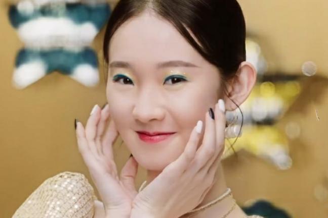 硬糖少女彩妆,赵粤俏皮,刘些宁御姐范,看到nene:太甜了!