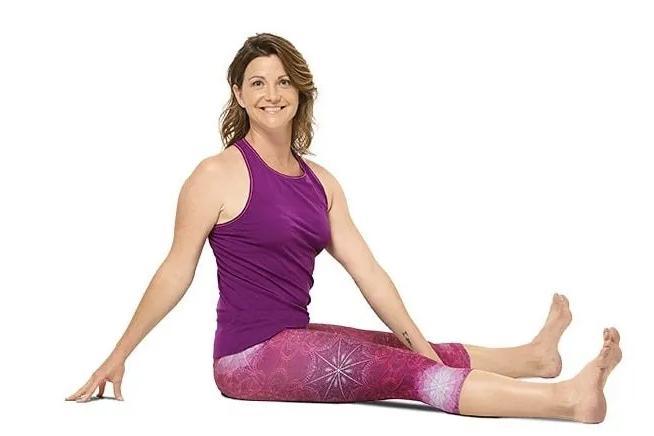 腰酸背痛脖子疼,7个简单瑜伽动作,帮你滋养脊柱恢复活力