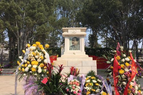 八宝山第一墓是谁?谁的墓被祭拜最多?特殊的81号墓是谁?