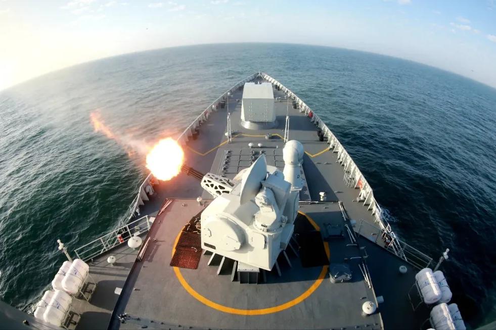 关键时刻,东部战区海军淄博舰编队开战,海空联合火力打击