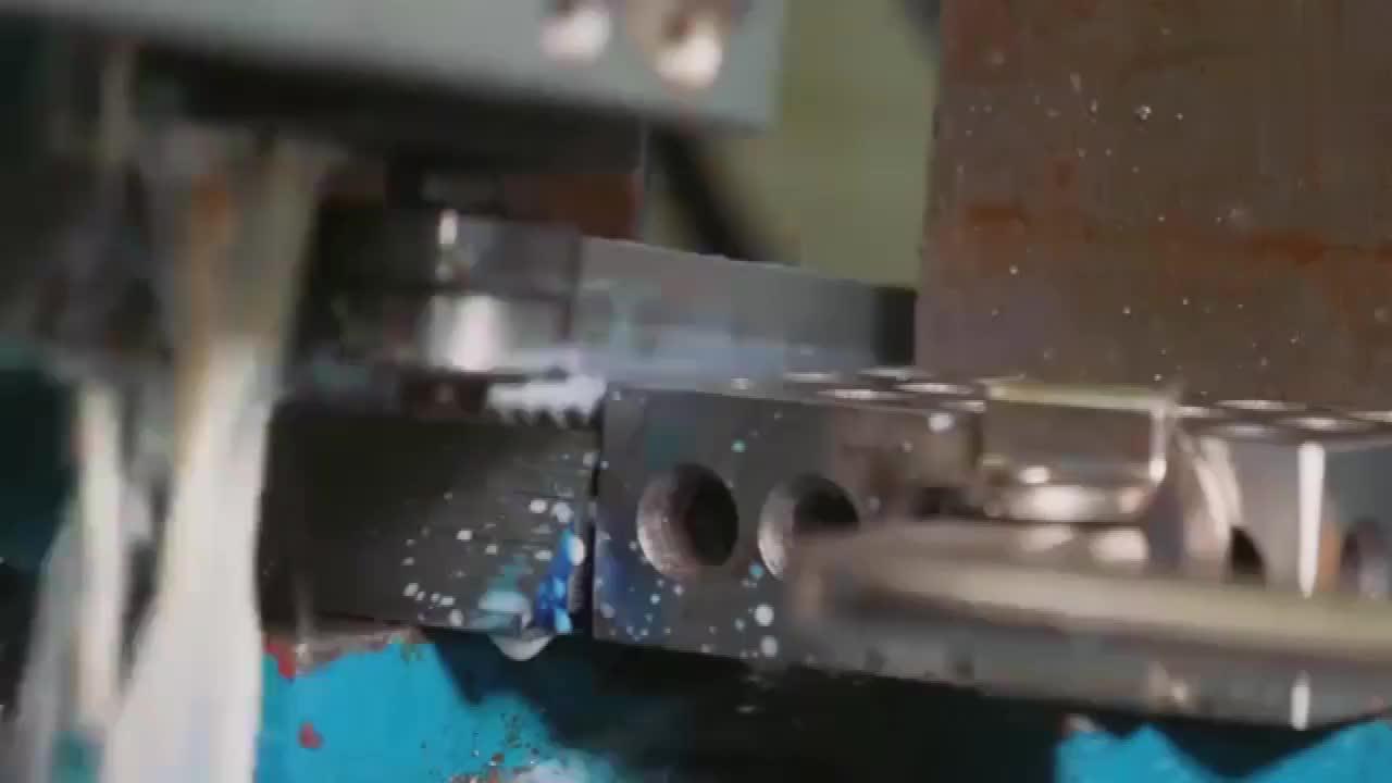 小伙自己打造的大马士革刀片,纹理精美,真是太牛了!