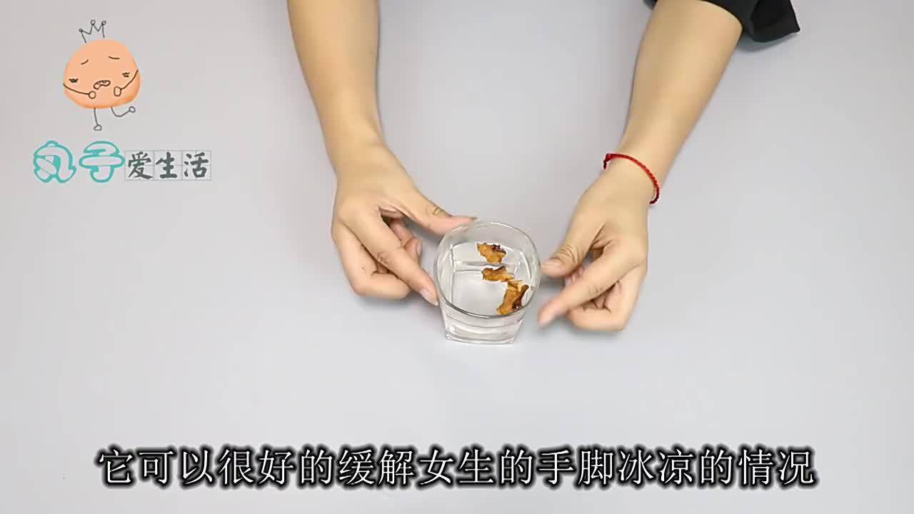 核桃壳不要再扔了,比30元一斤的核桃仁还值钱,看完快回家找找