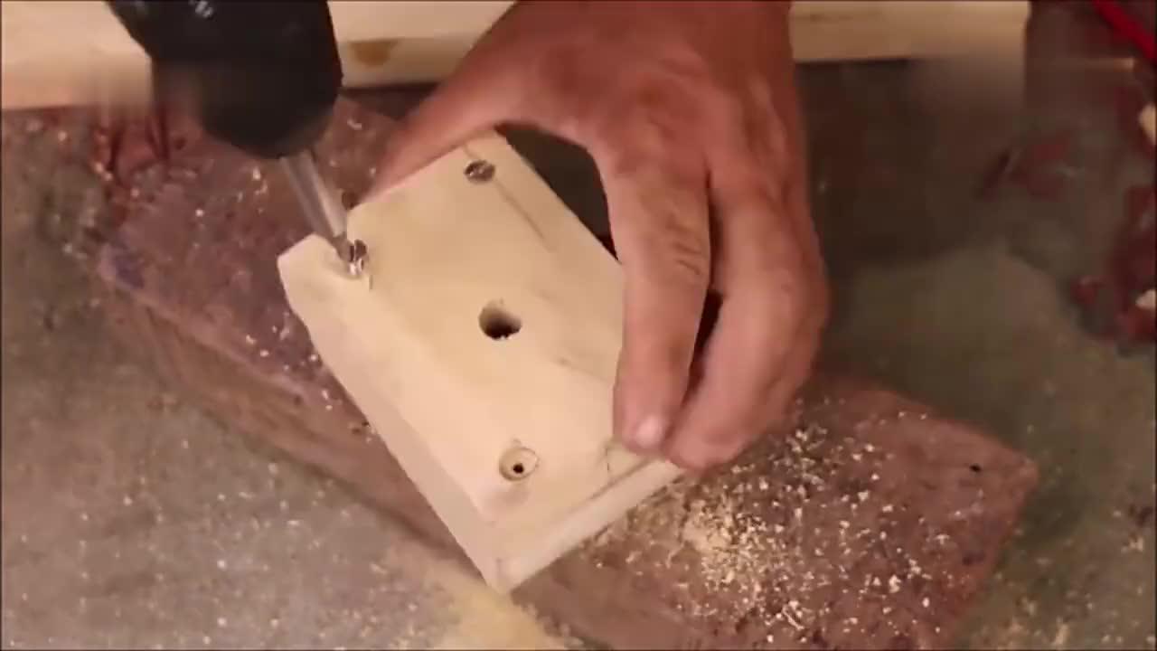 居然能将电钻改装成抽水机,牛人改造的不错