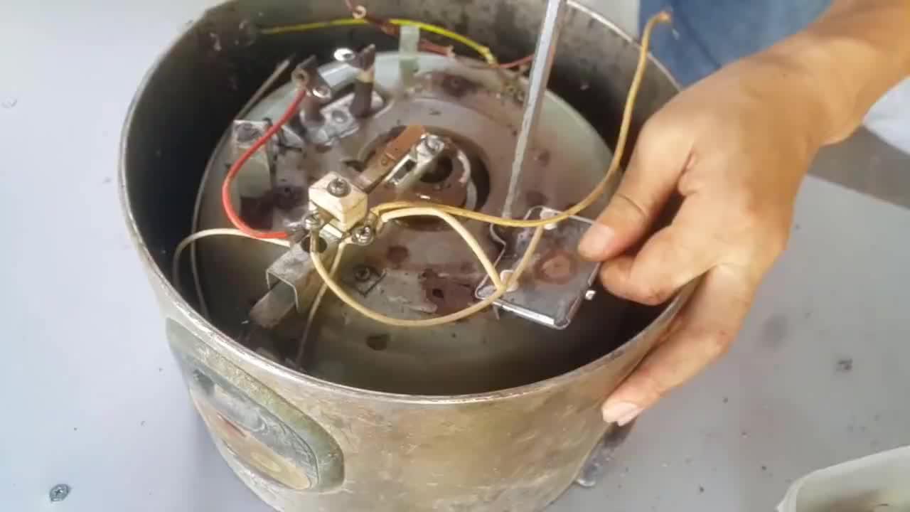 垃圾堆里捡到报废的电饭锅,翻新一下还能用好几年,又省了上百块