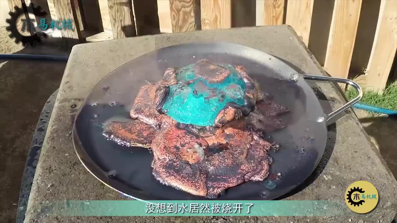 蓝宝石遇上1000℃熔铜,会发生什么?外国小哥亲身试验
