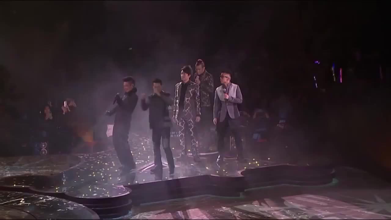 当这五个人一站上舞台,尘封多年的记忆立即被唤醒!