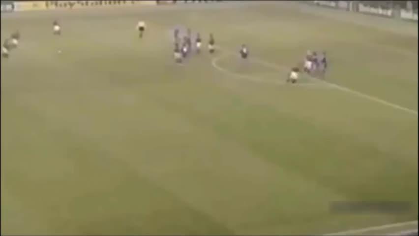 足球场上的艺术大师,能把足球踢成艺术的也只有皮尔洛了。