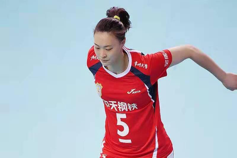 惠若琪早期比赛照,身材圆润壮实,因为训练,大腿下肢比较粗壮!