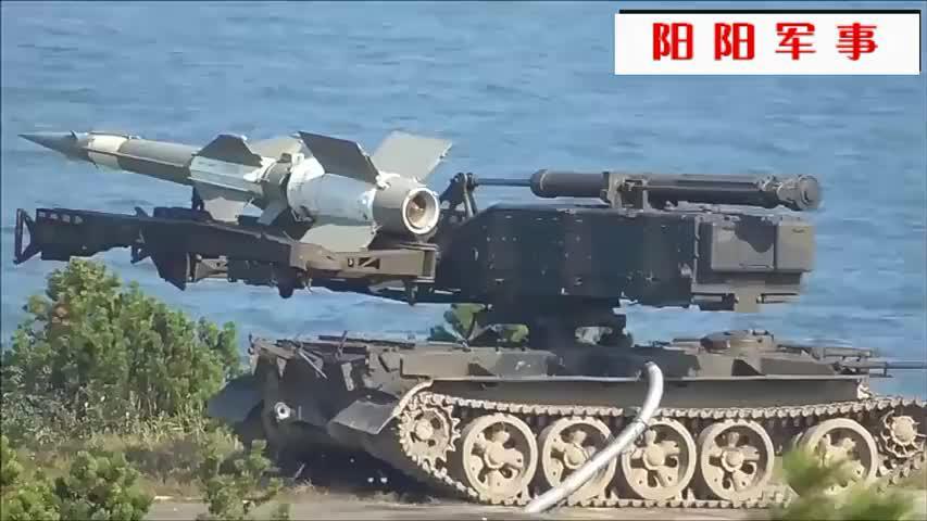 实拍:俄罗斯防空导弹实弹射击,空中开花,命中目标