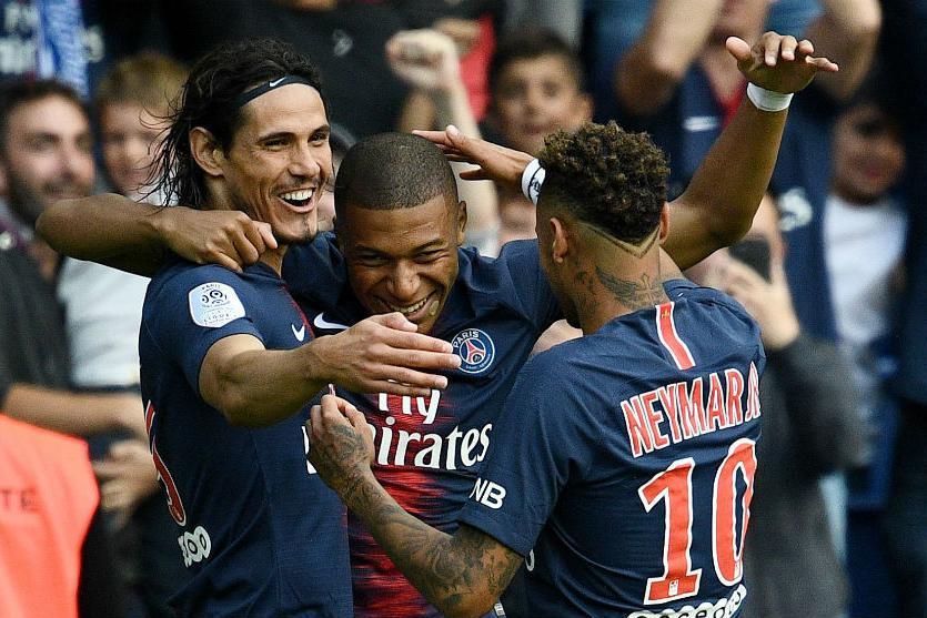 欧冠的三重助攻由巴黎送给曼联-迪马利亚三叉戟成三粒进球背景