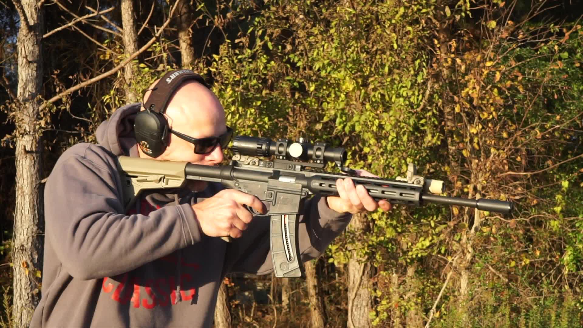 史密斯韦森MP15-22小口径步枪,配备消音器射击,消音效果真好