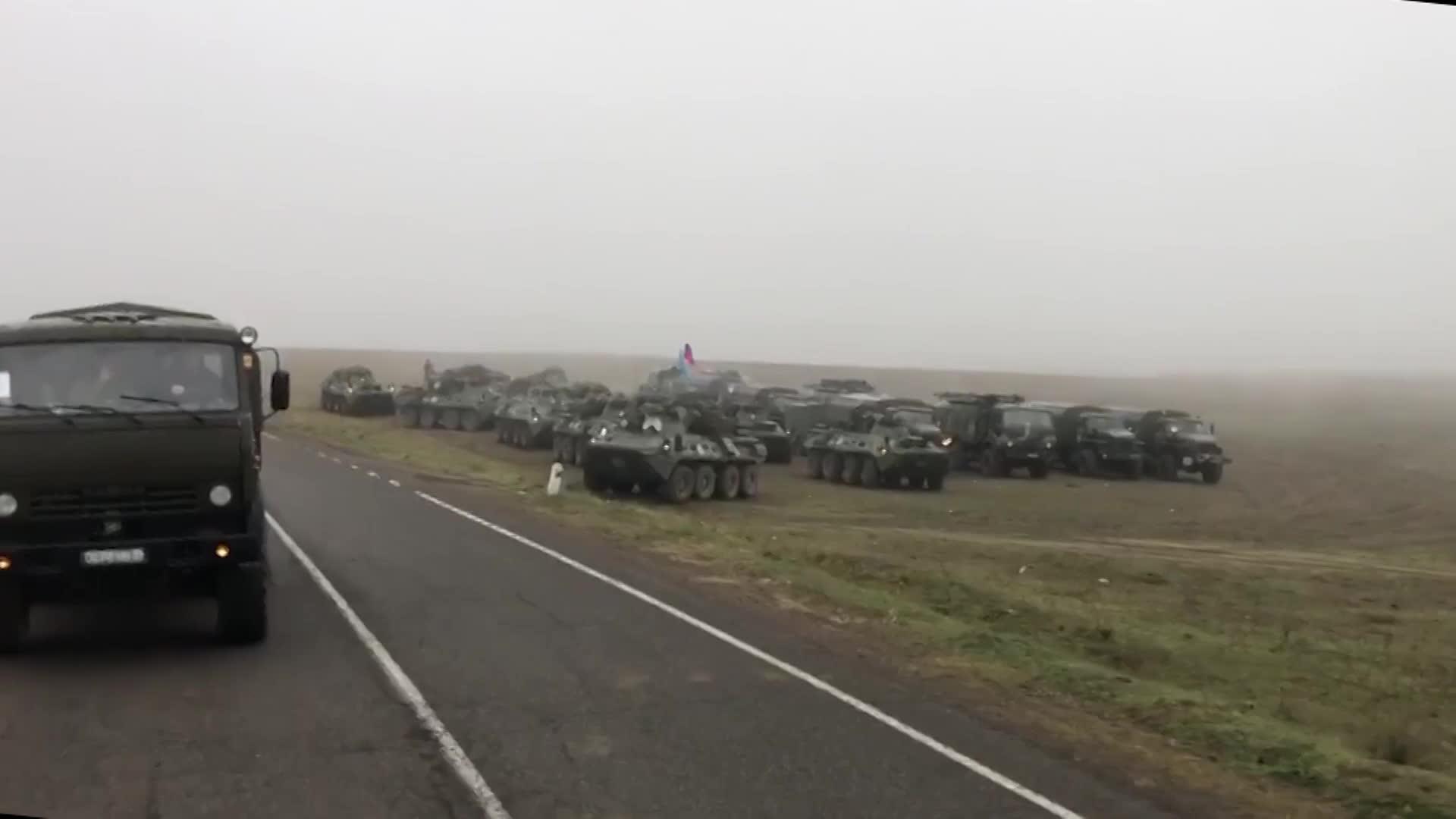 俄军开始进驻阿亚冲突地区纳卡,为难民保驾护航并落实停火协议