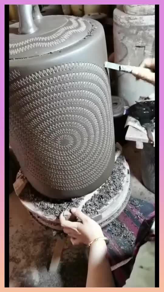 为啥紫砂壶那么贵,看看紫砂艺人如何制作的,就知道了