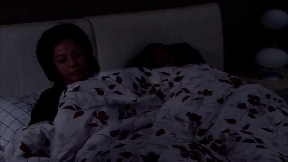 妻子忏悔自己的背叛,和丈夫同床异梦,妻子最后坚持不住了