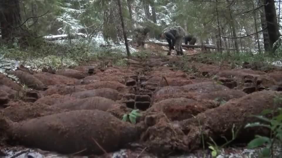 二战遗址挖掘出一堆迫击炮弹,这是老外运气最好的一天!