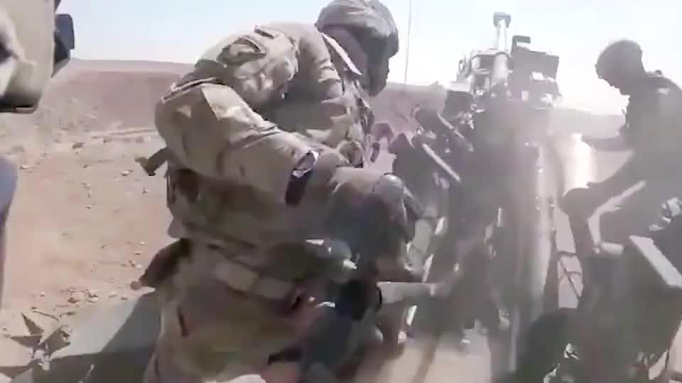 美军重型火炮实战演练,装备再好也有缺点,这不把人累死?