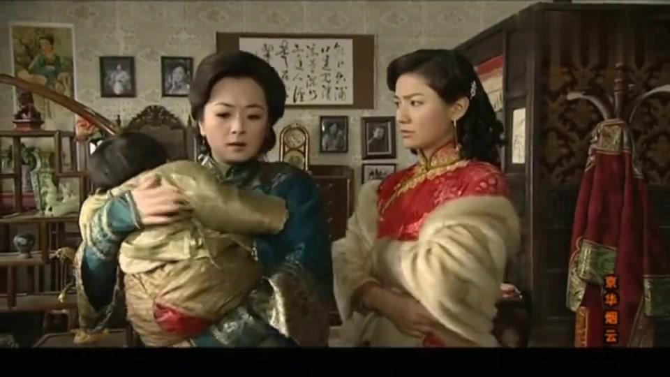 京华烟云:曹丽华为了要回儿子下跪道歉,太太稳坐C位赶走了她