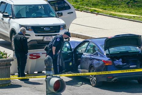 一辆汽车恶意冲撞美国国会大厦,嫌犯舞刀被击毙