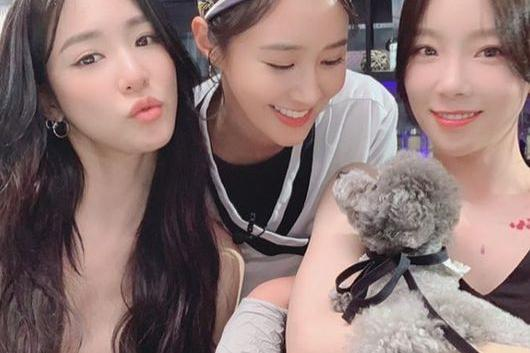 少女时代Yuri社交网站发与其他成员合影