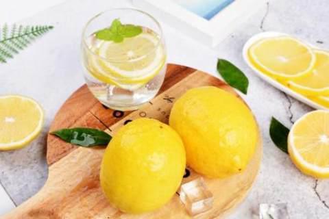 每天一杯柠檬水,对身体有哪些好处?感冒时喝它比药还管用