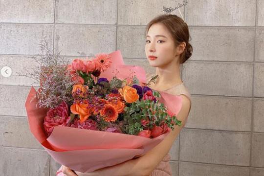 韩国女艺人申世京SNS发近照
