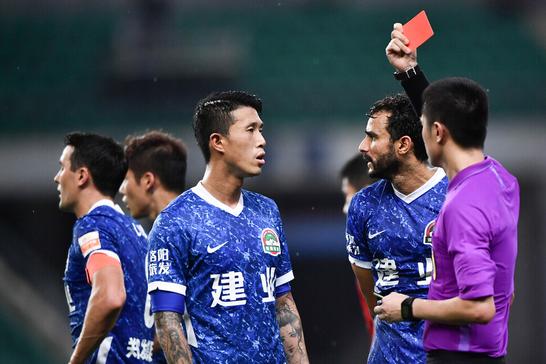 0-2,3-2,河南队连续被罚下2人,上赛季黑马斩获首胜