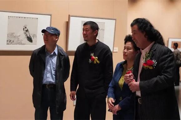 """中央美院贾国强""""意象传承·中国花鸟画作品巡展""""首站在山东举行"""